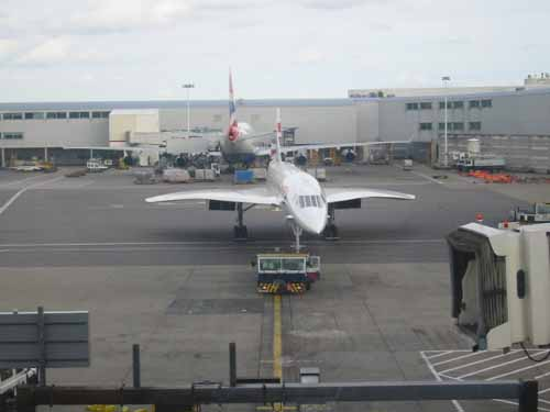 flight013-lounge-arriving3
