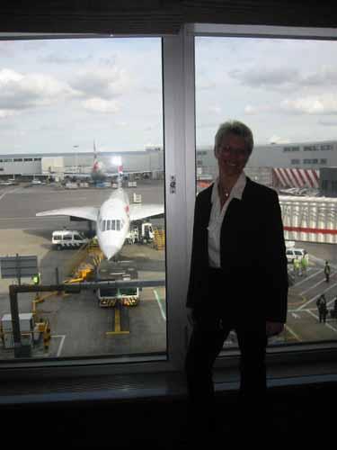 flight016-lounge-birgypose.jpg