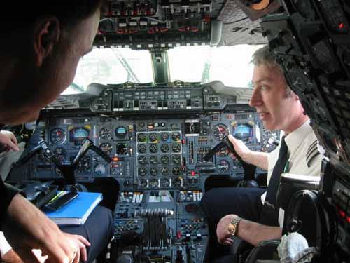 flight065-onboard-flightdeck-chat.jpg