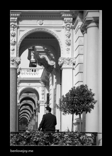 man-arch-waiting_3325.jpg
